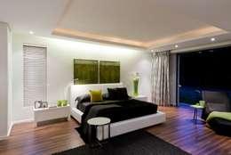 Nico Van Der Meulen Architects : modern tarz Yatak Odası