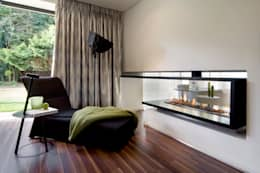 House Mosi : modern Bedroom by Nico Van Der Meulen Architects
