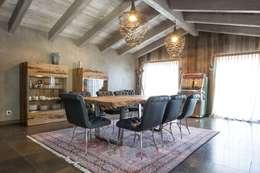 Piancabella: Sala da pranzo in stile in stile Moderno di DF Design