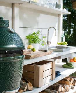 Sfeerimpressie WWOO Concrete Outdoor Kitchen: landelijke Tuin door NewLook Brasschaat Keukens