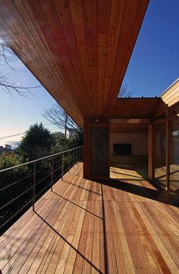 テラス: 株式会社横山浩介建築設計事務所が手掛けた家です。