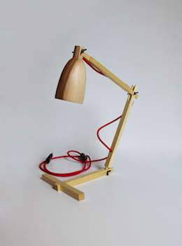 """""""Fingerprint II"""" drewniana lampa na biurko: styl , w kategorii Domowe biuro i gabinet zaprojektowany przez Crea-re Studio"""