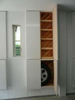 Garage / Hangar de style de style Moderne par 西川真悟建築設計