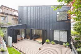 Terrazas de estilo  por 白砂孝洋建築設計事務所