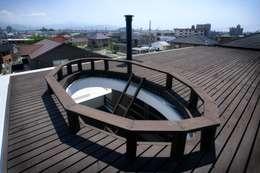 愛媛県松山市の家: Y.Architectural Designが手掛けたベランダです。
