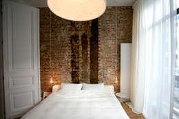 Project inrichting Herenhuis Antwerpen: minimalistische Slaapkamer door Antequercus