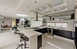Projekty,  Kuchnia zaprojektowane przez Espaço do Traço arquitetura