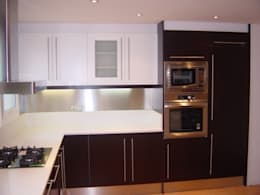 Cocinas de estilo moderno por DEKMAK interiores
