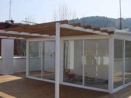 Terrazas  de estilo  por DEKMAK interiores