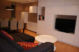 Livings de estilo moderno por DEKMAK interiores