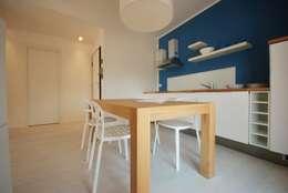 Residenza estiva: Cucina in stile in stile Moderno di Viviana Pitrolo architetto