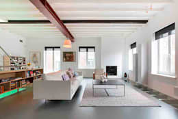 Schelpstraat Den Haag: moderne Woonkamer door Architectenbureau Filip Mens