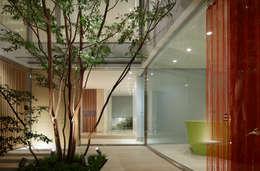 Casas de estilo moderno por Mアーキテクツ 高級邸宅 豪邸 注文住宅 別荘建築 LUXURY HOUSES   M-architects