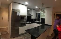 Cocina reformada:  de estilo  de 2 Mar Construcciones  HNOS. VINCELLE LLAMEDO S.L.