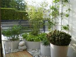 Giardino in stile in stile Classico di Blumen & Gärten