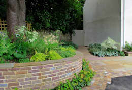 Raised Bed around Tree: country Garden by Katherine Roper Landscape & Garden Design