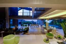 Cuisine de style de style Moderne par Nico Van Der Meulen Architects