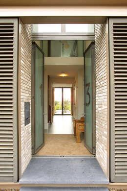 villa Loenen aan de Vecht: moderne Huizen door paul seuntjens architectuur en interieur