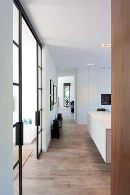modern Kitchen by paul seuntjens architectuur en interieur