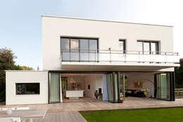 Projekty, nowoczesne Domy zaprojektowane przez paul seuntjens architectuur en interieur