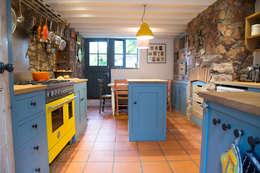 A Playful Shaker Kitchen: modern Kitchen by It Woodwork