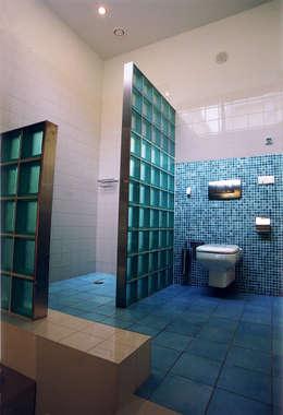 De douchehoek: moderne Badkamer door ABC-Idee