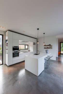 Cuisine de style de style Moderne par paul seuntjens architectuur en interieur