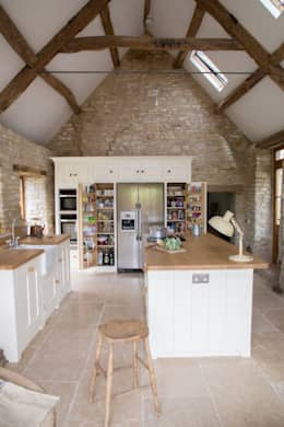 A Traditional Country Kitchen: country Kitchen by It Woodwork