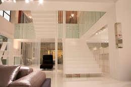 Pasillos, vestíbulos y escaleras  de estilo  por Vegni Design