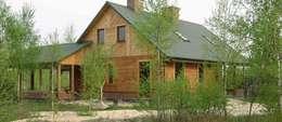 Dom nad jeziorem : styl wiejskie, w kategorii Domy zaprojektowany przez MMA Pracownia Architektury