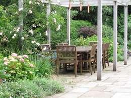 Giardino in stile In stile Country di Cherry Mills Garden Design