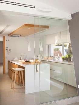Cocinas de estilo minimalista por Disak Studio