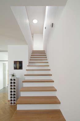 Corridor & hallway by Massiv mein Haus aus Mauerwerk