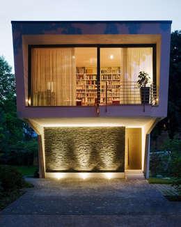 Casas de estilo ecléctico por Massiv mein Haus aus Mauerwerk