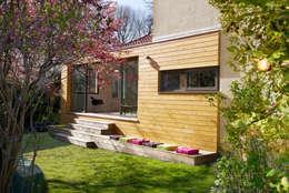 Le jardin: Maisons de style de style Moderne par MELANIE LALLEMAND ARCHITECTURES