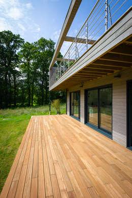 Construction d'une maison bois en Haute Normandie: Maisons de style de style Moderne par ANTOINE LAINE ARCHITECTURES