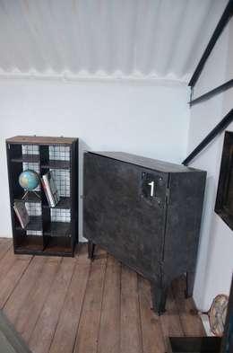 Etagères indus' 2 colonnes: Salon de style de style Industriel par Hewel mobilier