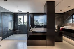 Baños de estilo moderno por Laura Yerpes Estudio de Interiorismo