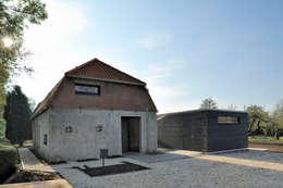 Woonboerderij Acht 5: landelijke Huizen door RESET ARCHITECTURE