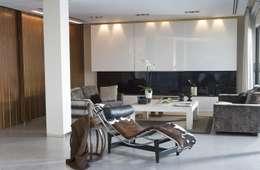modern Living room by Laura Yerpes Estudio de Interiorismo