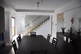 Dom Jednorodzinny PW wnętrza : styl , w kategorii Jadalnia zaprojektowany przez Innebo