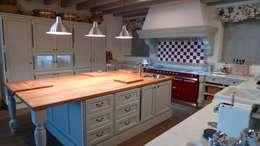 rustic Kitchen by Gamahogar