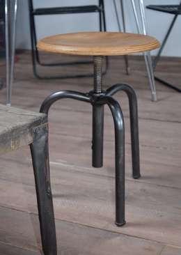 Tabouret d'usine n°A096, restauration Hewel mobilier: Bureau de style de style Industriel par Hewel mobilier