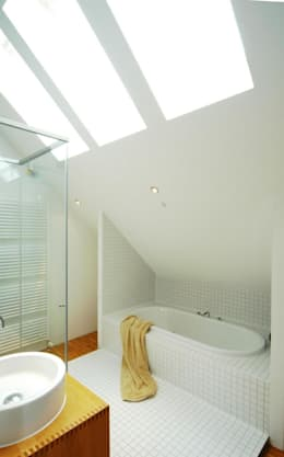 Architekten Lenzstrasse Dreizehn: modern tarz Banyo