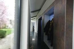 modern Corridor, hallway & stairs by KleurInKleur interieur & architectuur