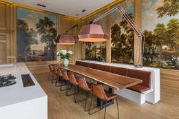 Modern en monumentaal wonen aan de gracht: moderne Eetkamer door Studio RUIM