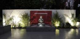 Jardines de estilo moderno por Robert Hughes Garden Design