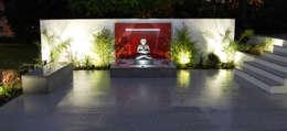 Jardin de style de style Moderne par Robert Hughes Garden Design
