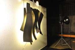 Comedores de estilo ecléctico por Mora Design