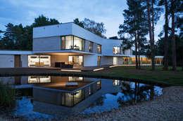 Casas de estilo moderno por Adrian James Architects